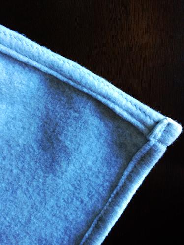 DIY Pom Pom Blanket by Bunny Baubles 4