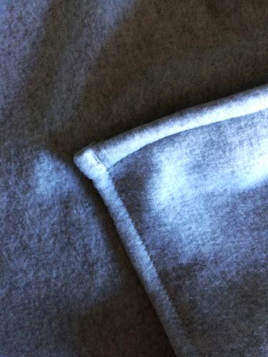 DIY Pom Pom Blanket by Bunny Baubles 5