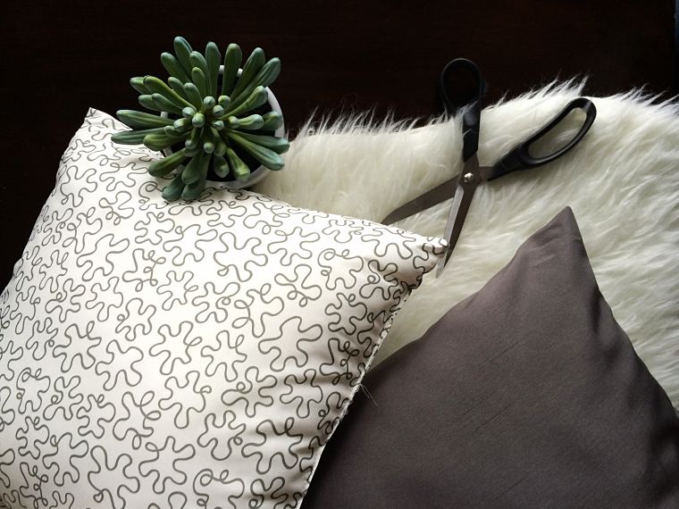 DIY Fur Pillow Case by Bunny Baubles 1