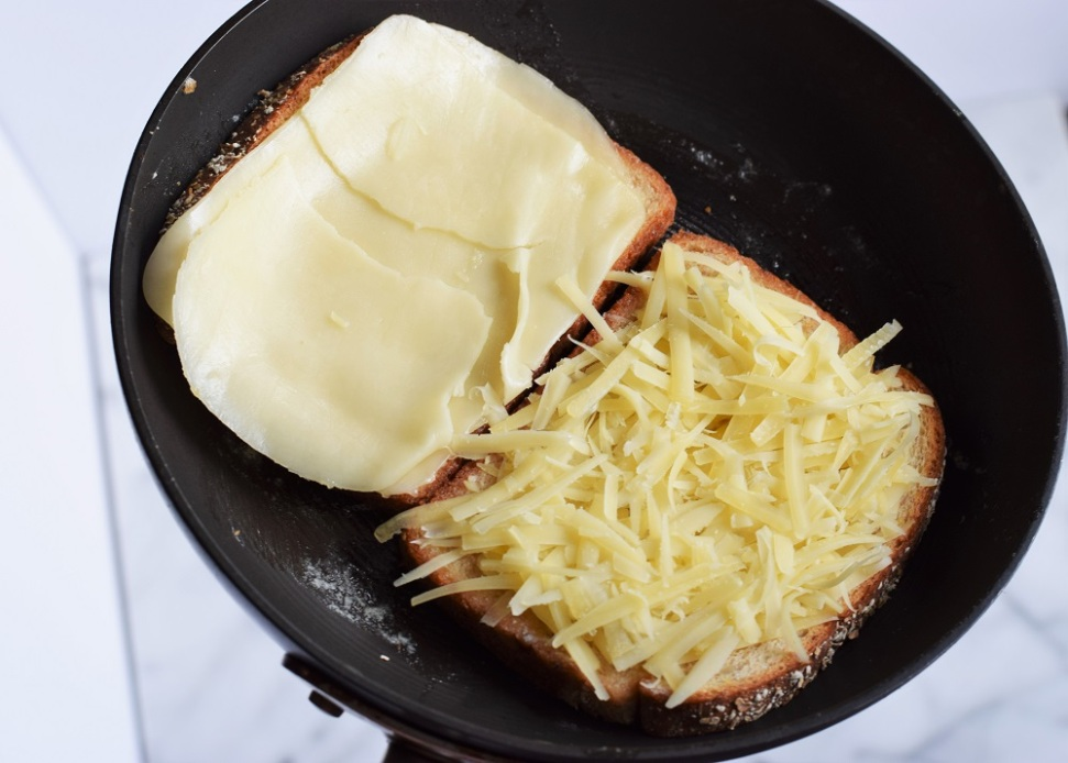 grilled-cheese-with-caramelized-onion-chutney-by-bunny-baubles-2