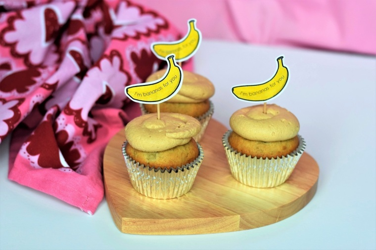 banana-cupcakes-with-peanut-butter-cream-cheese-frosting-by-bunny-baubles-blog-1
