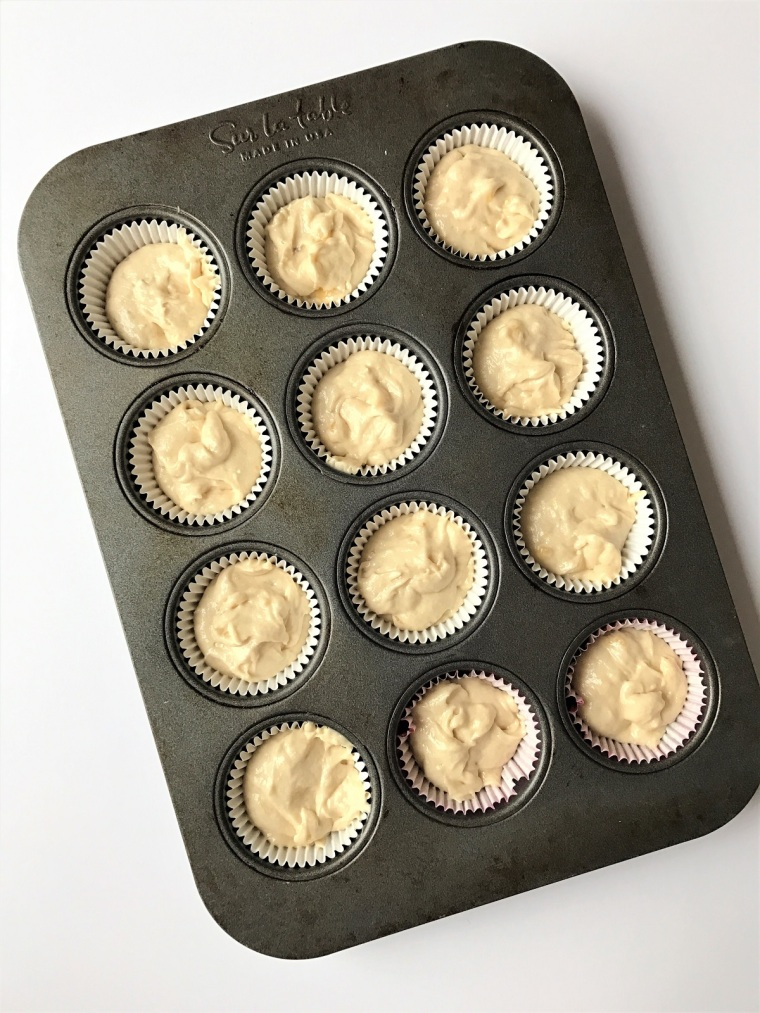 banana-cupcakes-with-peanut-butter-cream-cheese-frosting-by-bunny-baubles-blog-5