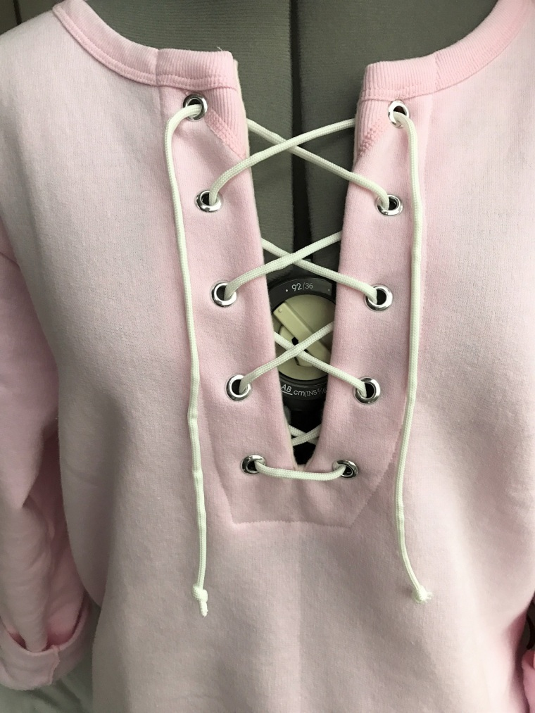 diy-lace-up-sweatshirt-by-bunny-baubles-9